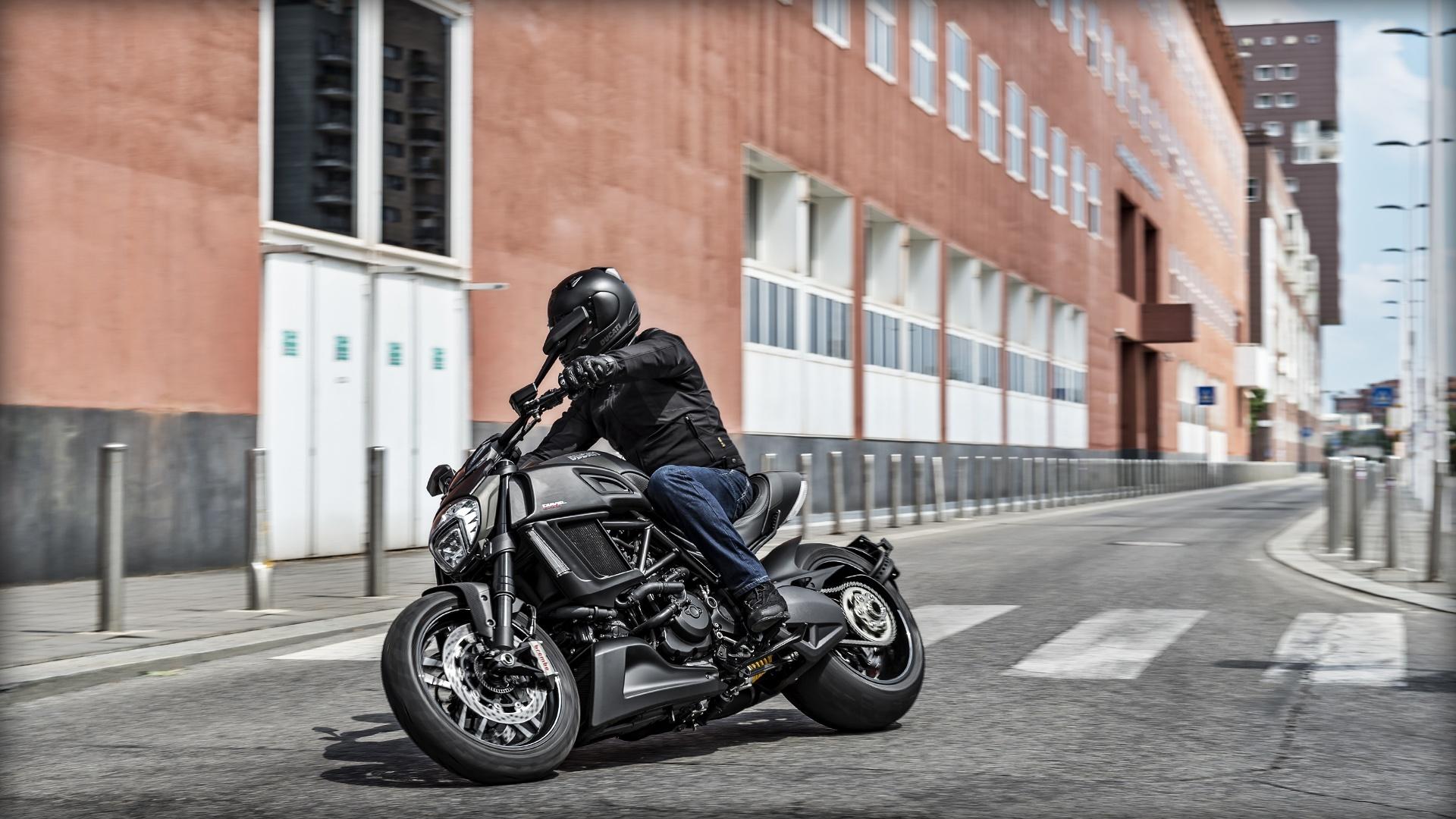 Ducati Diavel Carbon 2016 UK